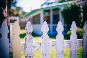 Direito ao sossego nas relações de vizinhança.