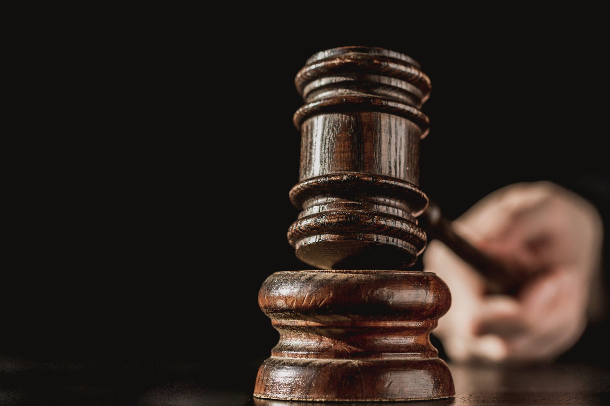 You are currently viewing Prisão Automática ou Execução Provisória da Pena Após Condenação pelo Tribunal do Júri é (in)Constitucional